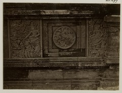 KITLV 28299 - Isidore van Kinsbergen - Relief with part of the Ramayana epic on the south side of Panataran, Kediri - 1867-02-1867-06.tif