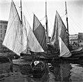 Kalastajien aluksia Eteläsatamassa, Vironaltaassa - N1930 (hkm.HKMS000005-0000018p).jpg