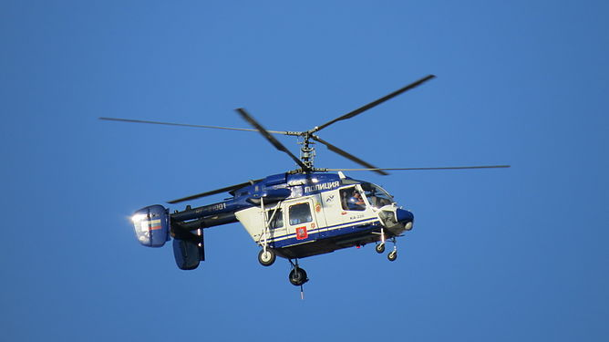 Kamov Ka-226 over antiwar march in Moscow 2014-09-21 1901.JPG