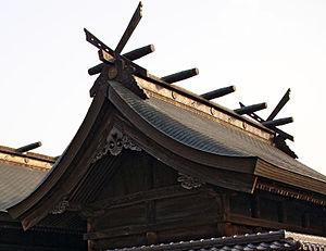 Chigi (architecture) - Chigi with katsuogi billets, Sumiyoshi-jinja, Hyōgo