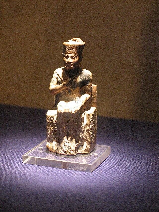 Khufu - Queóps (IVª Dinastia) 640px-Khufu