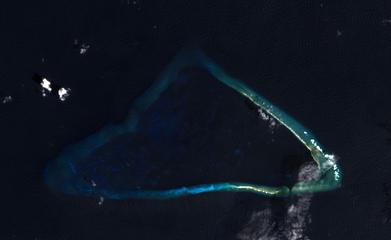 Kingman Reef - 2014-02-18 - Landsat 8 - 15m