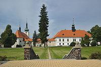 Kostel Narození Panny Marie a zámek, Konice, okres Prostějov.jpg