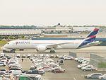 LATAM Airlines Group (LAN Chile) Boeing 787-9 Dreamliner CC-BGK.jpg