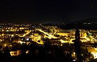 La Garde (Var) by night.jpg