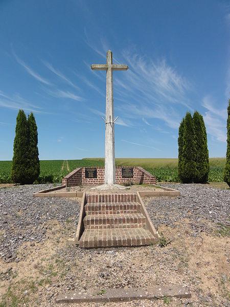 La Neuville-Housset (Aisne) monument aux morts croix