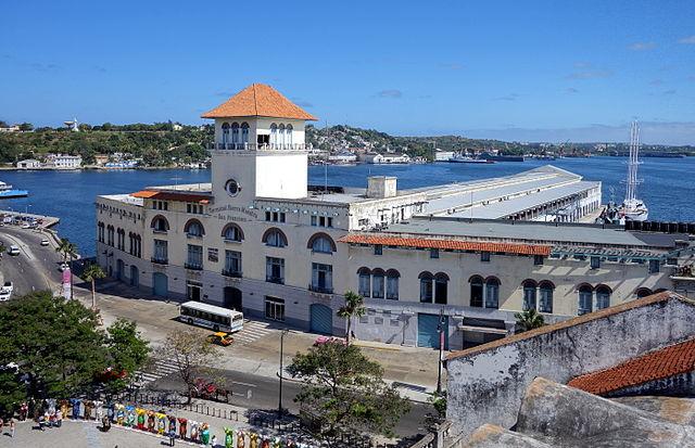 Terminal Sierra Maestra du port de La Havane.|Von Velvet (Own work) [CC BY-SA 4.0 (http://creativecommons.org/licenses/by-sa/4.0)], via Wikimedia Commons