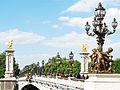 Lampadaires sur le Pont Alexandre III à Paris..jpg