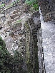 Largo di Torre Argentina drainage 3.jpg
