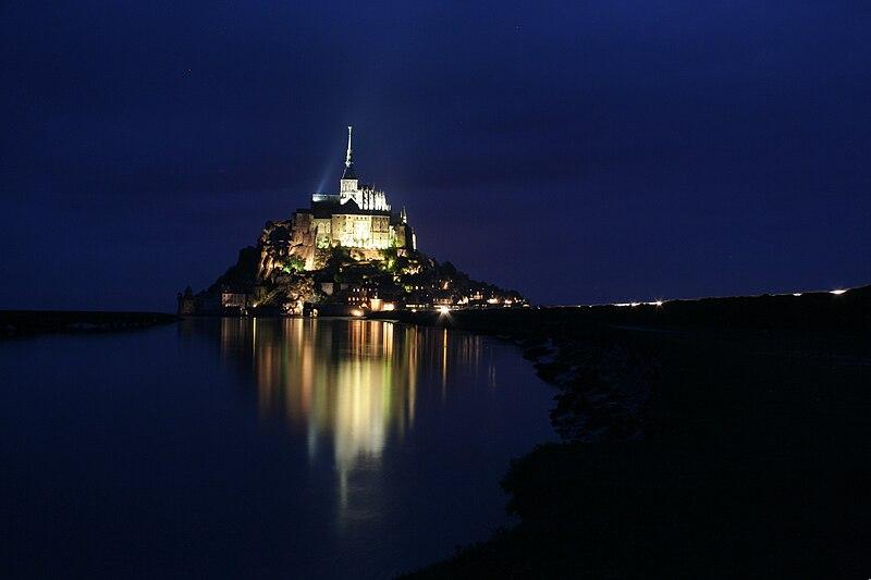 Fichier:LeMontSaintMichel - Nuit.JPG