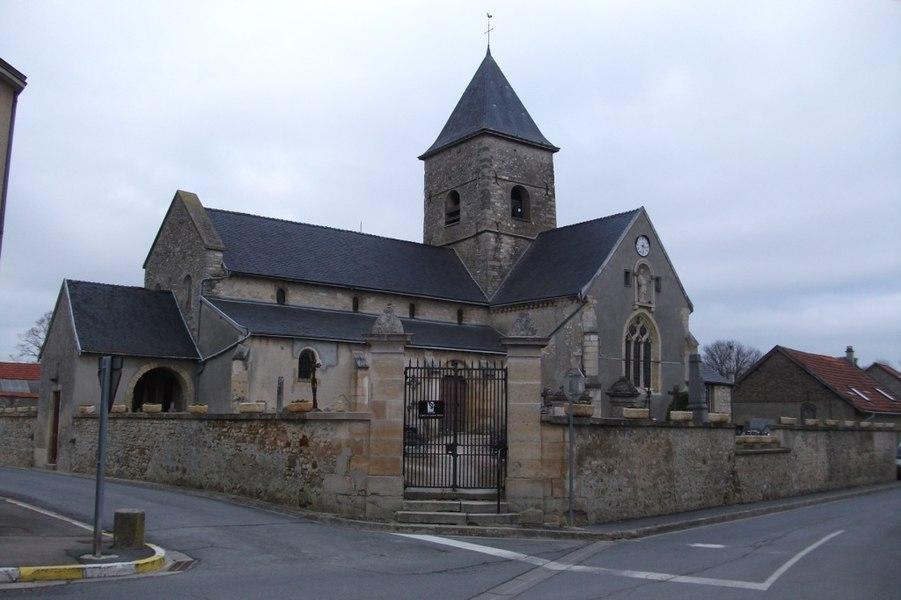 Vue de l'église du village Les Meneux.