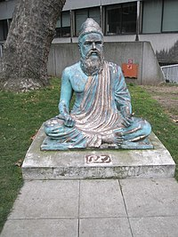 Lifelike statue outside SOAS - geograph.org.uk - 1106340.jpg