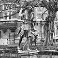 Loden beeld in tuin - Amsterdam - 20011286 - RCE.jpg