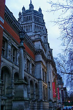 London - Cromwell Gardens - Victoria & Albert Museum X