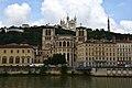 Lyon, an der Saône, Cathédrale Saint-Jean-Baptiste (12.), hinten Notre-Dame de Fourvière (19.) (41976209714).jpg