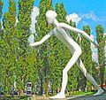 München - Walking Man (tone-mapping).jpg