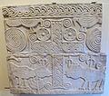 Maestranza lucchese di cultura longobarda, pluteo con framm di croce e animali, 600-620 ca., da s. concordio, lu.JPG