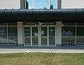 Magvassy sportcsarnok, főbejárat, 2018 Győr.jpg