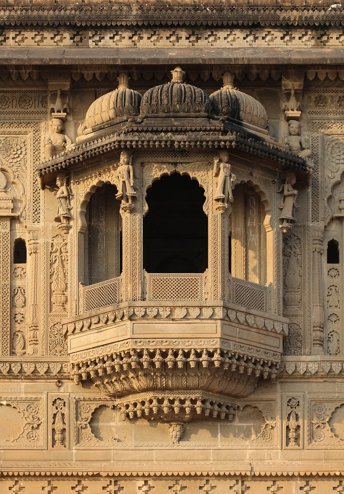 Jharokha wikipedia for Definition of a balcony