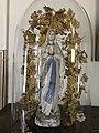 Mariabeeld onder ronde stolp in Deurne (N.Br.).jpg