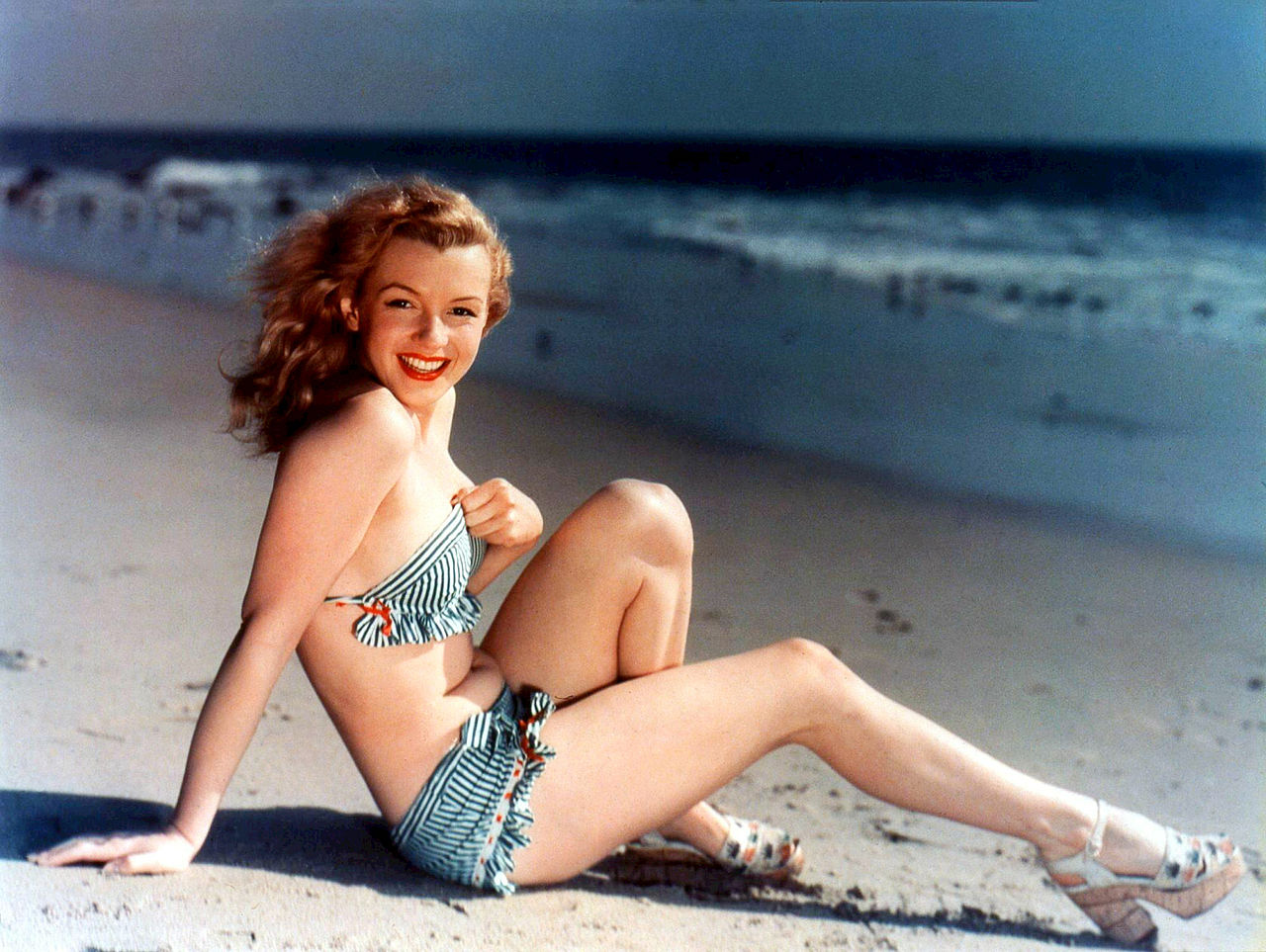 Marilyn Monroe, en los días en que aún no era una estrella, y posaba para calendarios y tarjetas postales. De hecho, aún no era Marilyn Monroe, sino Norma Jean.