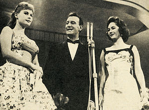 Nunzio Filogamo - Filogamo in the middle, between Marisa Allasio and Fiorella Mari