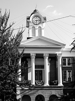 Marshall county mississippi courthouse 2007.jpg