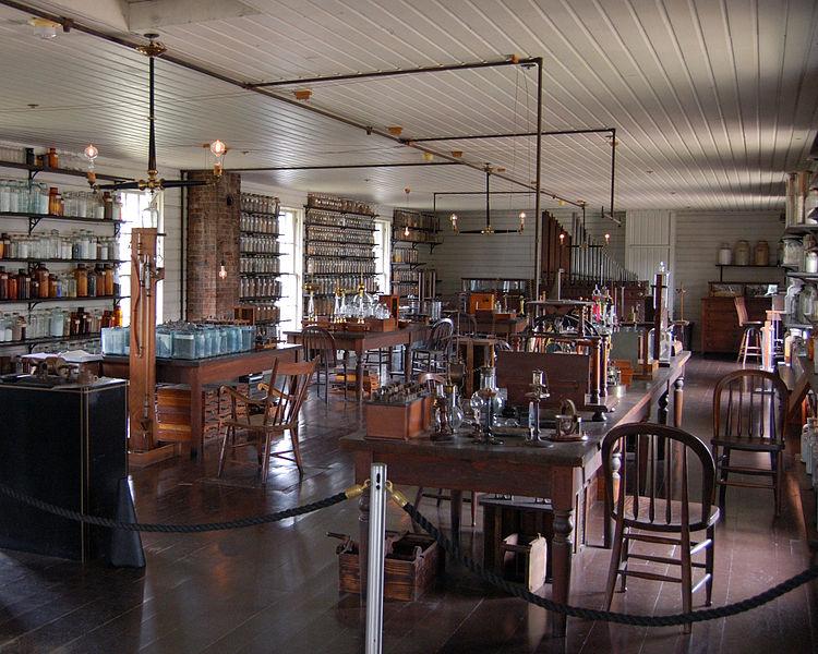 復元されたメンロパークの研究所(フォード博物館内)ただし、本物のメンロパーク研究所は散らかっていたらしい。Wikipediaより
