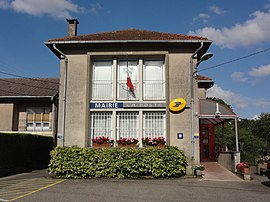 The town hall and post office in Mercy-le-Bas