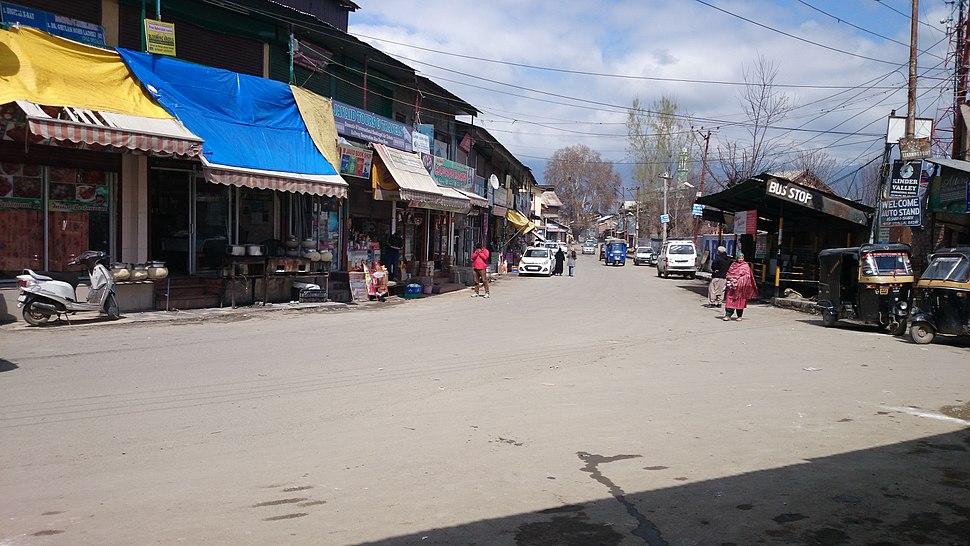 Molvi Stop, Lal Bazar.