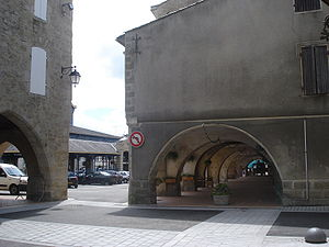 Monségur, Gironde - Arcades and hall