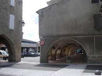 Monségur, Gironde - Arcades and hall