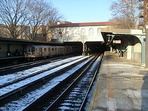 Morris Park (IRT Dyre Avenue Line) - Tunnel portal at north end