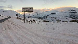 Moteng Pass - Snow on Moteng pass 24 July 2016