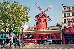 Moulin Rouge, 17 April 2011.jpg
