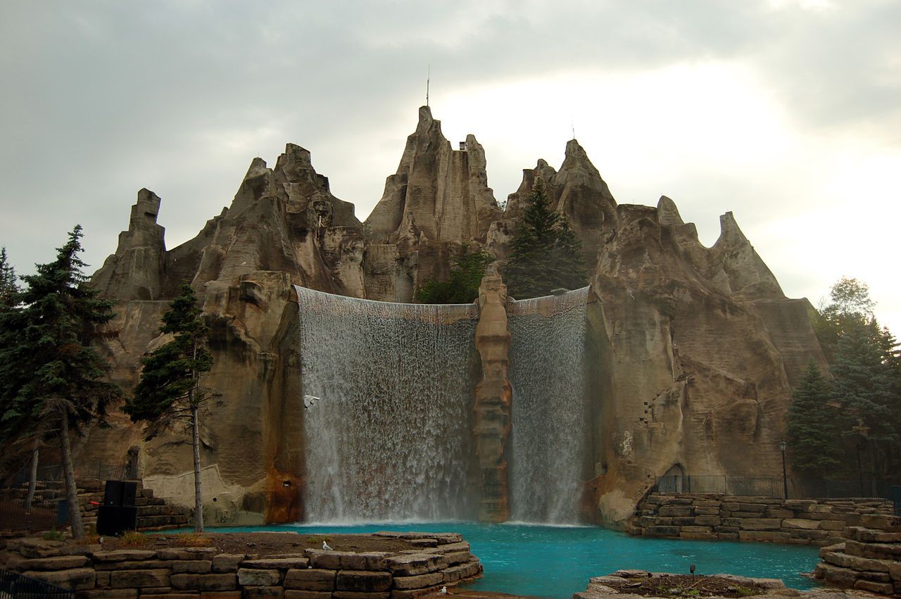 File:Mountain at Canada's Wonderland.jpg - Wikimedia Commons