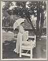 Mrs. Theodore Roosevelt, full-length portrait, standing by bench, facing right; holding umbrella LCCN97505488.jpg