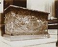 Musée égyptien - Intérieur d'une salle - sarcophage d'un roi hérétique, XVIIIème dynastie - Le Caire - Médiathèque de l'architecture et du patrimoine - AP62T163567.jpg