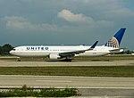 N663UA Boeing B767-322-ER B763 - UAL (30198155531).jpg