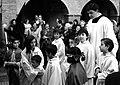 Nenos educados pola Igrexa Católica.jpg
