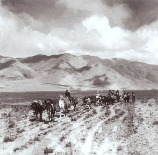File:Newar caravan in tibet.jpg