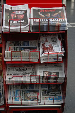 Newspaper rack, Gare del'Est, Paris - 2014-02-01 - Andy Mabbett - 02