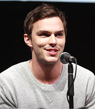 https://upload.wikimedia.org/wikipedia/commons/thumb/5/59/Nicholas_Hoult_by_Gage_Skidmore.jpg/190px-Nicholas_Hoult_by_Gage_Skidmore.jpg
