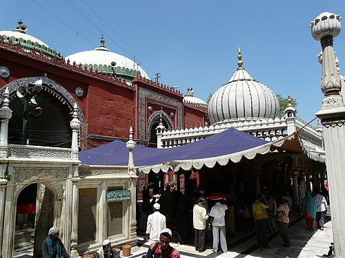 Jahanara's tomb (left), Nizamuddin Auliya's tomb (right) and Jamaat Khana Masjid (background), at Nizamuddin Dargah complex, in Nizamuddin West, Delhi. Nizamuddin Dargah and Jamaat Khana Masjid, Delhi.jpg