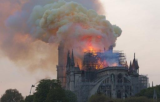Notre-Dame en feu, 20h06