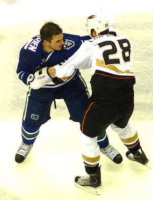 Shane O'Brien (ice hockey) - O'Brien fighting Kyle Chipchura of the Anaheim Ducks in December 2009.