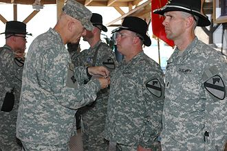 Distinguished Flying Cross (United States) - LTG Ray Odierno presents Distinguished Flying Crosses to Army aviators in Iraq.