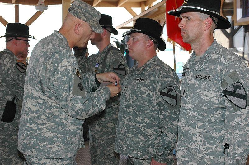 Odierno presents DFCs army mil-2007-11-14-093424.jpg