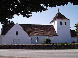 Oestrup Kirke fra nord.jpg
