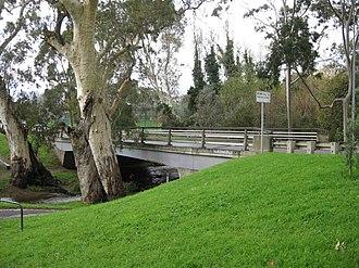 Mitcham, South Australia - Image: Old Belair Road, new bridge, Mitcham